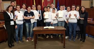La squadra di pallanuoto Delfini Blu Tessera Preziosa del Mosaico Palermo