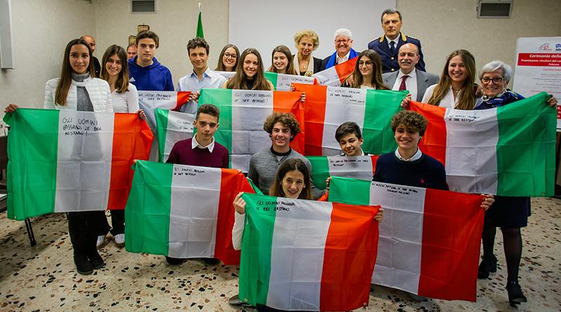 Le bandiere italiane con le parole di Giovanni Falcone