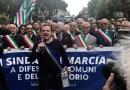 """De Luca restituisce la fascia azzurra di Sindaco Metropolitano di Messina: """"E non è finita qui"""""""