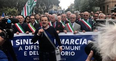 Cateno De Luca, marcia dei sindaci della Città Metropolitana di Messina