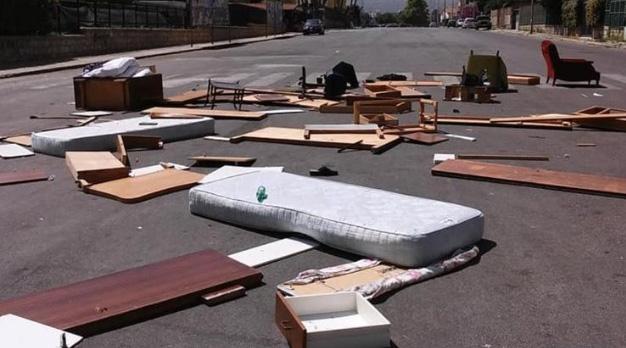 rifiuti ingombranti abbandonati per starda