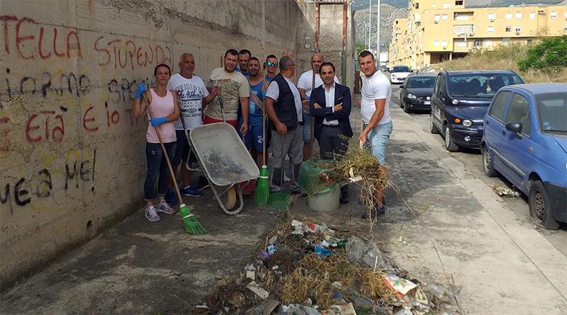 Volontari puliscono strade Zen Palermo