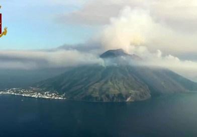 Stromboli, governo Musumeci dichiara lo stato di calamità dopo l'esplosione del vulcano. Chiesta dichiarazione di emergenza a Roma