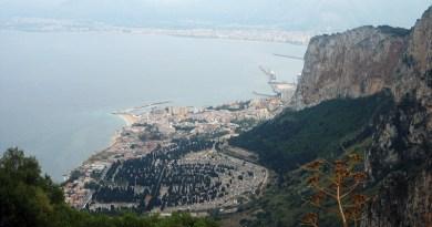 Cimitero dei Rotoli visto da Monte Pellegrino, Palermo