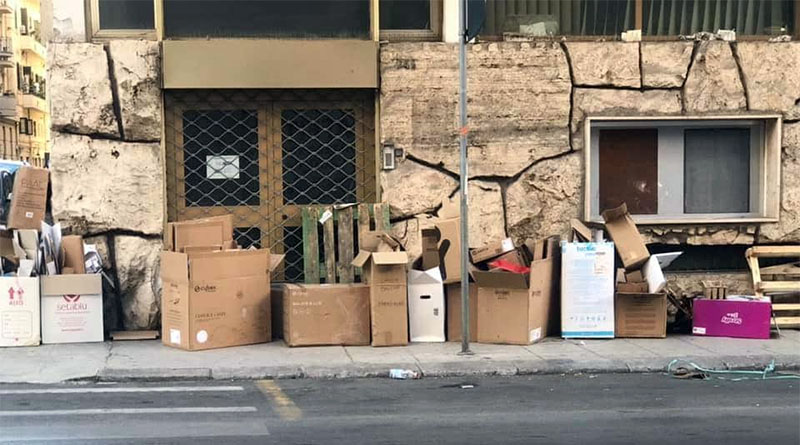 degrado a Palermo, rifiuti ingombranti in via Stabile