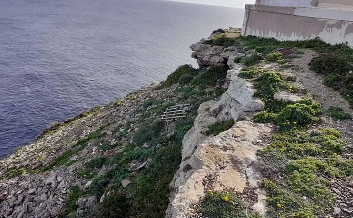 discarica abusiva al Faro di Lampedusa