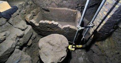 Il sarcofago con altare