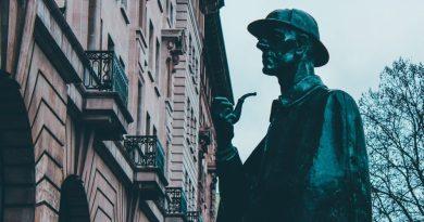 La statua dedicata a Sherlock Holmes a Londra