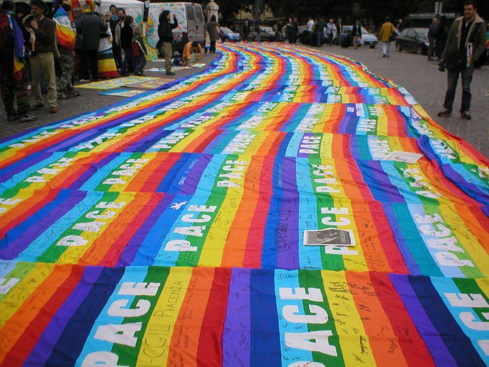 Vaticano Bandiere Arcobaleno Via Dalle Chiese