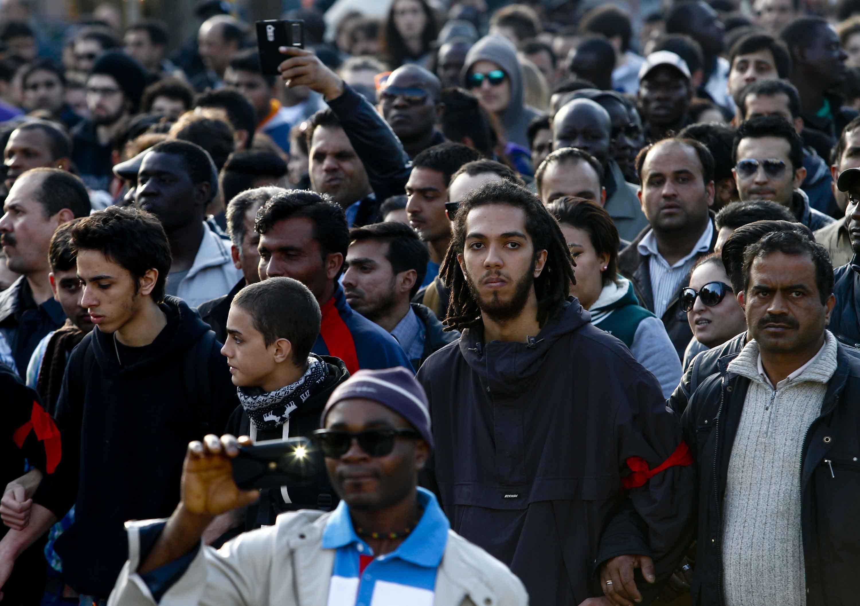 Brescia 2mila immigrati sfilano per ottenere il permesso