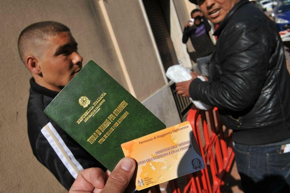 Tasse eccessive sui permessi di soggiorno E gli immigrati chiedono il risarcimento