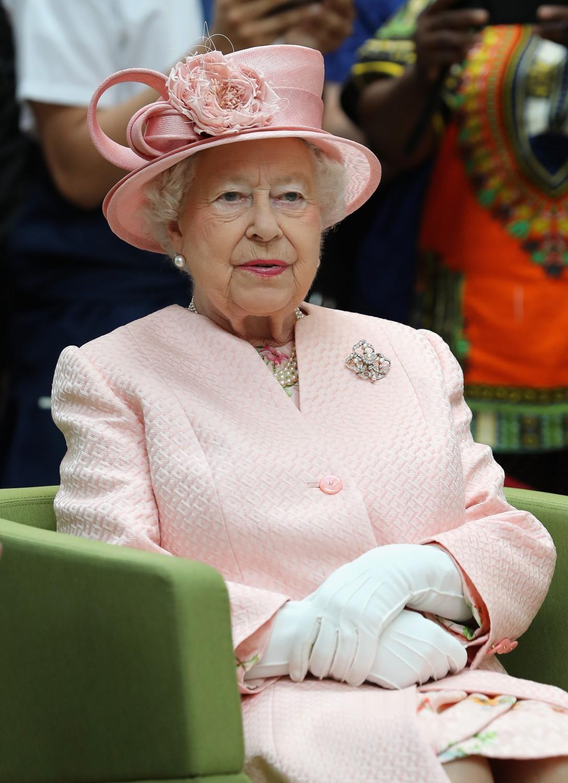 La Regina Elisabetta salta la messa natalizia