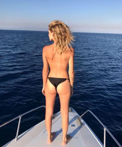 Chiara Ferragni pubblica una sua foto in topless Ma Fedez la bacchetta