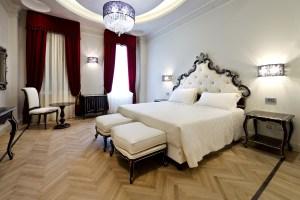 LO STILE DEL LUSSO. Estremamente curate nell'allestimento ed equipaggiate con tutte le tecnologie più evolute, le camere dell'albergo presentano ciascuna uno stile diverso dalle altre.