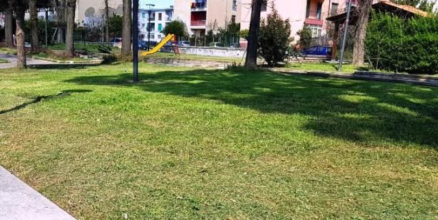 Sfalcio erba villa comunale