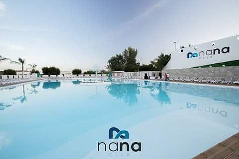 Nana Club noto complesso di Bagnoli posto sotto
