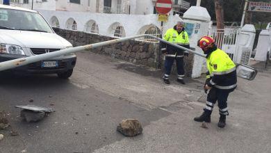 Photo of Paura in via delle ginestre, palo si riversa sulla strada