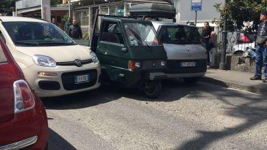 Photo of Paura ad Ischia: furgone resta incastrato, sul posto carabinieri e ambulanza