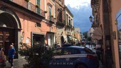 Photo of Rapina a Forio, la direttrice minacciata con una pistola