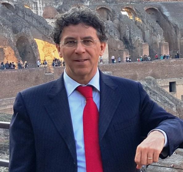 BRUNO MOLINARO: «MAI AVUTO DUBBI, SENTENZA INECCEPIBILE». «Sono pienamente soddisfatto del lavoro svolto e dell'esito felice di questo processo, sul quale, peraltro, non ho mai nutrito dubbi anche alla luce delle risultanze della istruttoria dibattimentale». Sono queste le prime parole dell'avvocato Lorenzo Bruno Molinaro a commento del verdetto di ieri mattina. «Il teorema accusatorio non ha retto - continua Molinaro - e la sentenza del Giudice Capuano, giuridicamente ineccepibile, ha espressamente riconosciuto che le Società San Montano, Reginella e Villa Svizzera, riconducibili alla famiglia De Siano, non hanno commesso alcun illecito ambientale. Tralasciando la questione dei fanghi e dei rifiuti sanitari, per i quali pure è intervenuta sentenza di assoluzione per insussistenza del fatto, quel che è certo è che la pronunzia del Tribunale, nella parte in cui, in accoglimento delle tesi difensive, sancisce che i reflui termali non sono assimilati a quelli domestici, sconfessando la qualificazione datane dalla Procura di reflui industriali, è destinata a fare giurisprudenza e rappresenta per l'intero comparto termale, non solo isolano, un importantissimo precedente». La tesi difensiva esposta dall'avvocato Molinaro è stata pienamente accolta: «Sebbene la caotica successione di norme nazionali e regionali in una materia così controversa abbia generato nel tempo non pochi equivoci sia in sede di interpretazione che di applicazione delle norme stesse, ho sempre sostenuto, con ferma convinzione, che le acque reflue provenienti dalle attività termali e dalle piscine erano e sono, in tutto e per tutto, assimilate a quelle domestiche. Da tanto consegue che lo scarico di tali tipologie di reflui è da ritenere penalmente irrilevante. D'altronde - conclude Molinaro - l'assimilazione ai reflui domestici è pienamente confermata sia dall'articolo 2 del regolamento regionale n. 6 del 2013 che da una nota di riscontro ad apposito quesito formulato dalla Polizia Giudiziaria ad oper