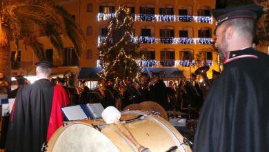 Photo of Ischia accende l'albero di Natale con la Fanfara in ricordo delle vittime del sisma