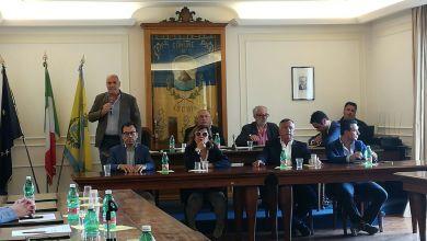 Photo of Ciclone Enzo, il sindaco si dimette e spara a zero: «Non pago il pizzo e non mi faccio tirare per la giacca»