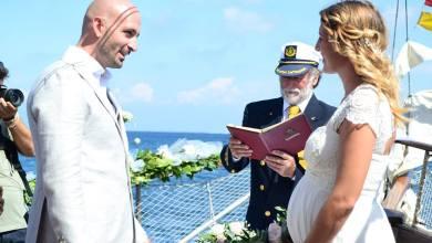 Photo of Enrico e Brittany, dal Sud Africa a Ischia per un romantico sì in mezzo al mare