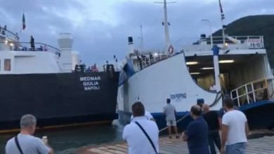 Photo of Collisione tra due navi ad Ischia, porto bloccato