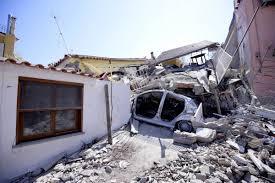 Photo of Terremoto e decreto, ci si mette anche Salvini: «Il condono di Ischia brutto segnale»