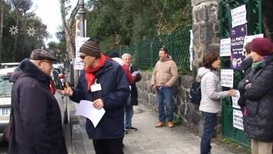 Photo of Giù le mani dalle pinete, all'esterno della Mirtina il sit in di protesta