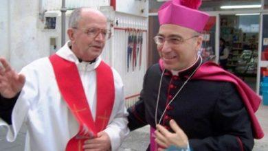 Photo of Offese al Vescovo, i sacerdoti difendono Lagnese