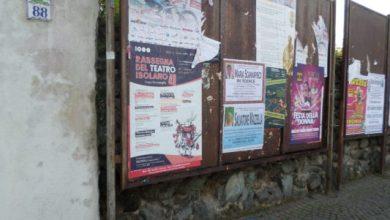 Photo of Ischia, Corso Vittoria Colonna: cartelloni pubblicitari arrugginiti e pericolosi