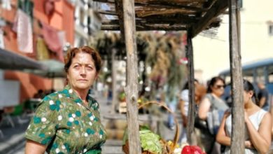 Photo of Ai Giardini Ravino in mostra l'isola geniale: scatti dal set della serie tv
