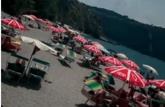 Photo of Lettini e ombrelloni ovunque, ma Cava è ancora una spiaggia libera?