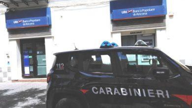 Photo of I carabinieri cingono d'assedio la banca, ma non è una rapina