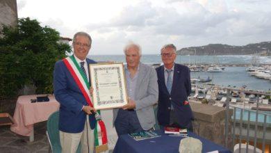 Photo of Forio, al vulcanologo Giuseppe Luongo  cittadinanza onoraria e chiavi della città