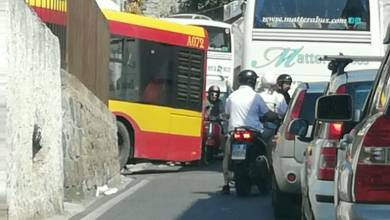 Photo of Buonopane, tre bus mandano in tilt il traffico