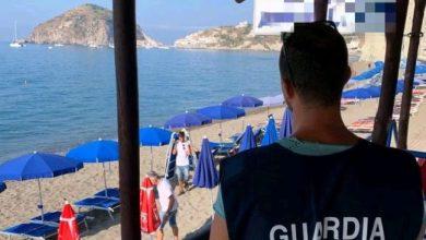 Photo of Blitz ai Maronti, 300 metri di spiaggia occupati abusivamente