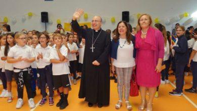 Photo of Il Vescovo Lagnese in visita pastorale  alle scuole di Lacco Ameno: «Un cuore giovane per inseguire i vostri sogni»