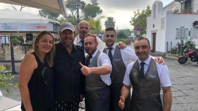 Photo of Christian De Sica a Ischia, per lui colazione in Piazzetta