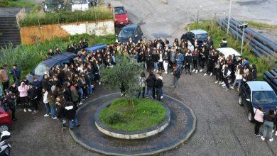 Photo of Caos Liceo, niente scuola per gli studenti e incontro col preside