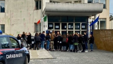 """Photo of Liceo, scoppia la grana degli """"ammutinati"""" di Scienze Umane"""
