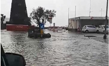 """Photo of Maltempo, la guardia costiera """"chiude"""" lo scalo portuale di Casamicciola"""