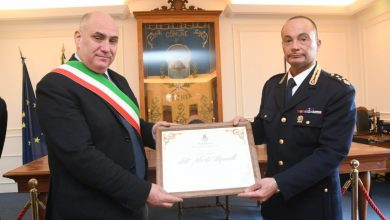 Photo of Benemerenza in municipio per Mannelli: «Ischia resterà sempre nel mio cuore»