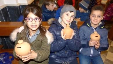 """Photo of Don Giuseppe Nicolella ha chiamato a raccolta i suoi bambini della parrocchia ieri con la rottura dei """"carusielli"""" Primo assaggio della festa di Sant'Antuono"""