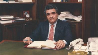 """Photo of Enzo Mazzella, il """"gigante"""" della vecchia politica di casa nostra morì 30 anni fa nel giorno di San Pietro, lasciando l'isola sgomenta"""