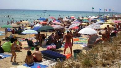 Photo of Al mare con la politica del risparmio: ischitani e vacanzieri felici di occupare le spiagge libere