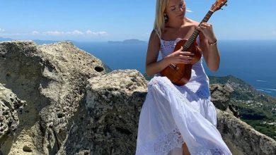 Photo of L'ISOLA E I VIP Yari Carrisi e Thea Crudi in vacanza a Ischia