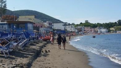 Photo of Onda anomala, paura per i bagnanti sulla spiaggia di San Pietro