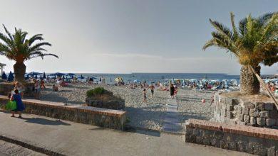 """Photo of Vaiassata a Casamicciola, lite """"rosa"""" in spiaggia"""